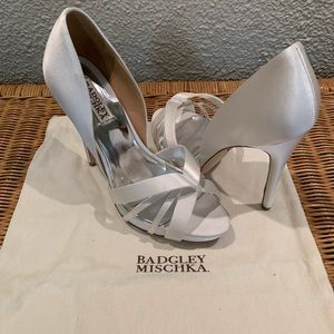 Badgley Mischka white satin Pump. Size 8.5